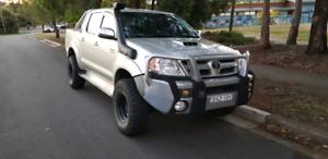 Toyota hilux sr5 diesel, auto
