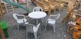 Plastic round table and 4 x armchairs garden furniture