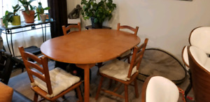 Round solid wood dining room table & 4 chairs
