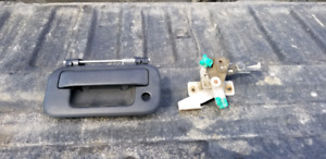 New F150 tailgate handle and latching mechanism