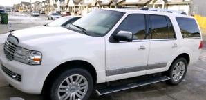 2010 fully loaded Lincoln navigator