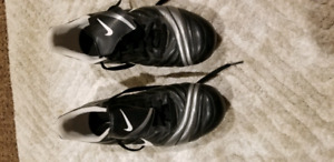 Soccer cleats - adult