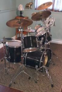 Complete Pearl drum set with sabian cymbles and rototoms