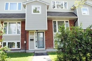 Room for rent in nice condo near Algonquin