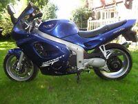 Triumph 955 ST Sprint in blue 2002, 27414 miles
