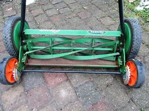 SCOTT'S CLASSIC REEL MOWER with rear tracking wheels for easy ma Stratford Kitchener Area image 4