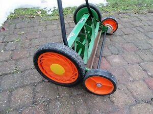 SCOTT'S CLASSIC REEL MOWER with rear tracking wheels for easy ma Stratford Kitchener Area image 3
