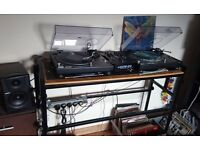 Technics 1210s, A+H Mixer, direct monitors, Traktor Scratch, Deck Stand all in excellen order