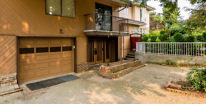 Charming bright spacious house - city, water and mountain views