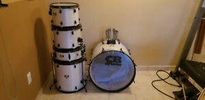 Drum Kit with Cymbals/Stands!