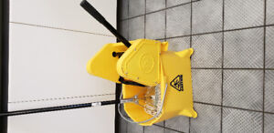 nearly new mop and bucket. used once.