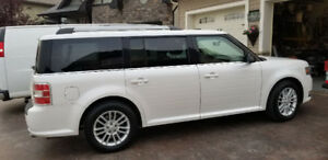 2013 Ford Flex SUV...looks and feels brand new! Loaded!