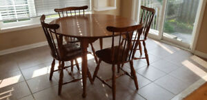 Solid Maple Dining Room Table and 6 Chairs