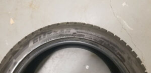 Bridgestone Blizzaks P285/45R22 comme neuf. Like New!! Set of 4.