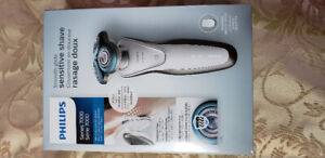 Philips Series 7000 Smooth Glide Sensitive Shaver Rechargeable