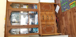 Buffet antique en bois brun vaisselier