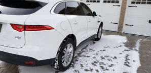 2017 Jaguar F-Pace 20d AWD Prestige, white on blk leather int.