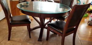 Table and 3 chairs with glass top
