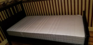 Lit twin + matelas/surmatelas - Twin bed with mattress/topper