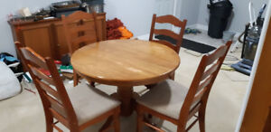 PEDESTAL DINNING ROOM TABLE