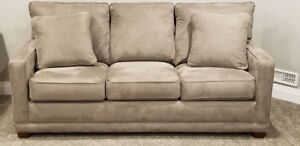 Excellent Condition! Lazy Boy Couch Pull Out Queen Air Mattress