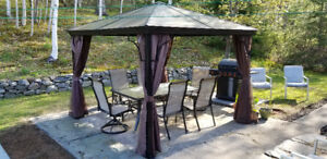 Ensemble gazebo 10x10 et table de patio