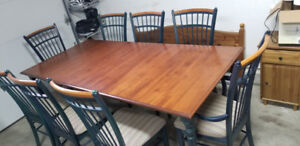 Dining Table e/w 8 chairs