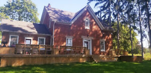 BEAUTIFUL WATERFRONT FARM HOUSE FOR RENT!