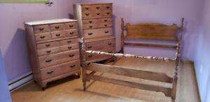 Commodes et lit antique (45 ans) en bois