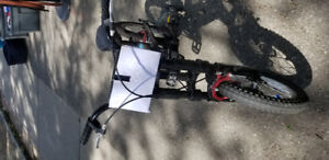 Hummer H16 Bicycale, With Trainning Wheel.