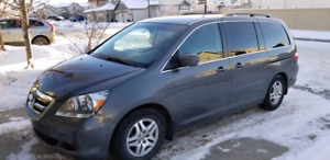 2007 Honda Odyssey fully loaded and super low KM