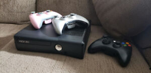 Xbox 360 Slim 250GB (Controllers incl)