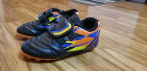 Boy's toddler soccer cleats size 11