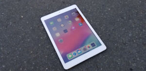 Like New iPad Air with Box & Accessories