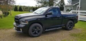 2015 Dodge Ram 1500 V8 Hemi LOW KM'S