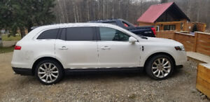 AWD 2011 Lincoln MKT reduced