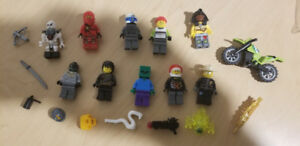 10 Complete Lego Minifigures + accessories (LISTING 5 OF 6)