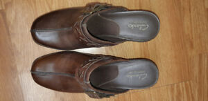 Women's Clark shoe size 8.  Leather