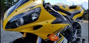 RARE 2006 YAMAHA R1 ANNIVERSARY EDITION (LIKE NEW) ONLY 2117 KMS