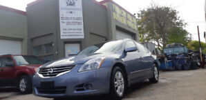 2011 Nissan Altima S - Sunroof! Heated Seats! AUX! 96kms!  $9999