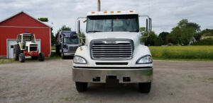 2007 Columbia Freightliner Day Cab