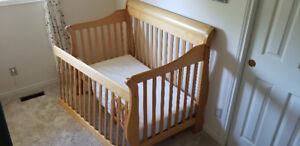 Baby crib convertible bed