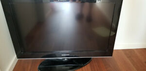 Samsung 32 inch LCD TV - mint and working condition