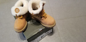 Brand new toddler size 9 Premium Roll Top Timberland booties