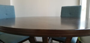 5 Piece Like New Round Wooden Dining Seat Set- 4 chairs