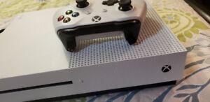 Xbox one s 1Tb all hookups and controller