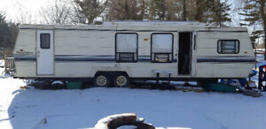 1989 Dutchman classic 38ft trailer, all set to camp!
