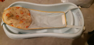 Infant bath tub with mesh sling - good condition