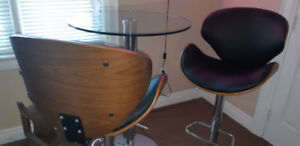 Mid Century Modern Bar Stools Chairs and Glass Table
