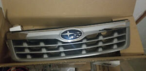 2011 Subaru Forester oem Grill